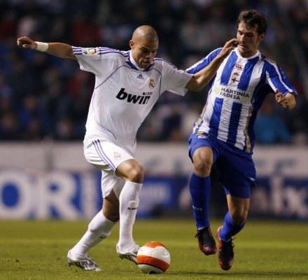 Pepe nie zaliczy do udanych meczu z Deportivo La Coruna /AFP
