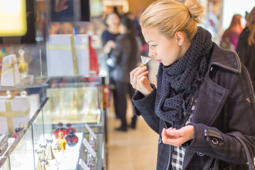 Perfumy mogą stać się naszym znakiem rozpoznawczym /123RF/PICSEL