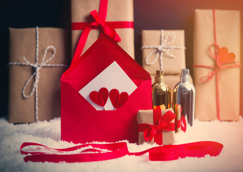 perfumy na święta /shutterstock /Shutterstock