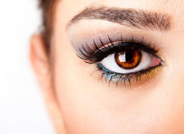 Perłowe cienie rozświetlą oko /- /© Panthermedia