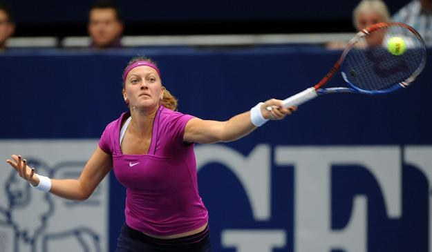 Petra Kvitova (na zdjęciu) pokonała Wierę Zwonariewą 6:2, 6:4 /AFP