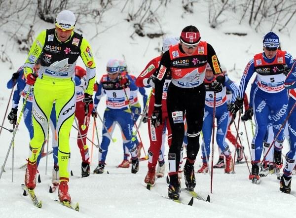 Petra Majdic (pierwsza z lewej) nie wystartuje w biegu na 10 km techniką dowolną /AFP
