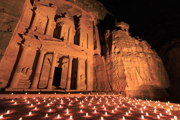 Petra nocą, Jordania /123/RF PICSEL