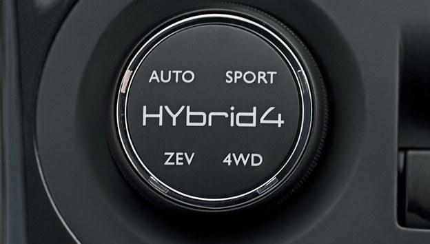 Peugeot 3008 Hybrid4 /