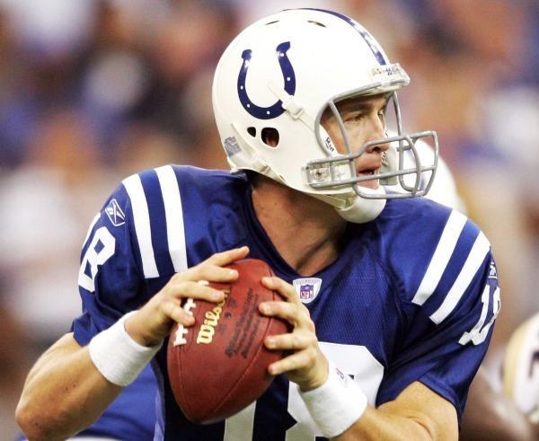 Peyton Manning podał na dwa przyłożenia /AFP