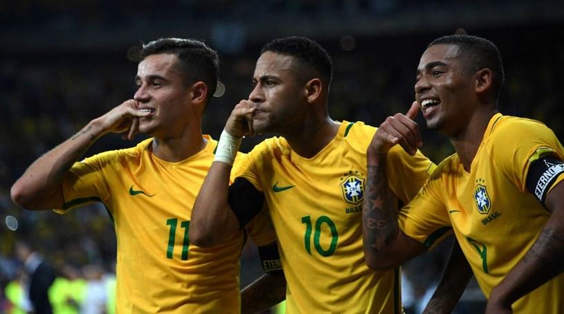 Philippe Coutinho (z lewej) z kolegami z reprezentacji Brazylii podczas igrzysk olimpijskich w Rio de Janeiro /AFP
