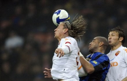 Philippe Mexes (z lewej). /AFP
