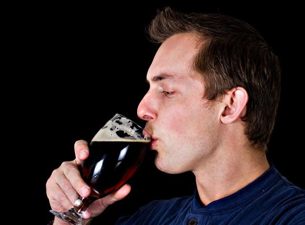 Picie piwa może być zawodem, ale trzeba to robić głową /©123RF/PICSEL