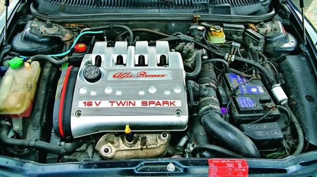 Piękna i delikatna: Alfa Romeo 156 z silnikiem 2.0 Twin Spark. /Motor