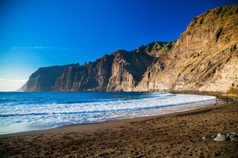 Piękna plaża Playa de los Guios w Los Gigantes /123RF/PICSEL