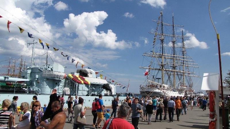 Piękna pogoda zachęca do podziwiania statków i żaglowców /Kamil Młodawski /RMF FM