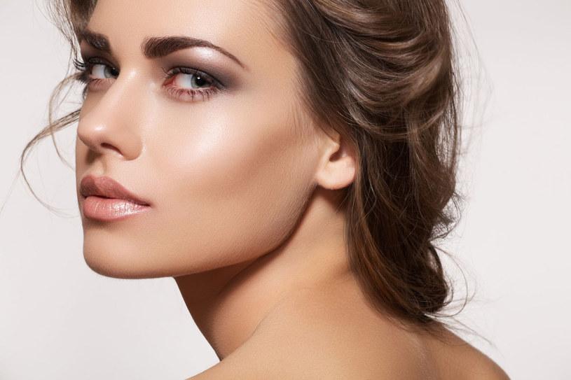 Piękne brwi możesz mieć dzięki hennie /123RF/PICSEL