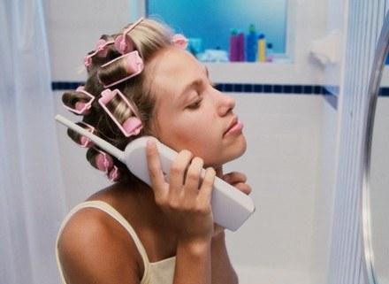 Piękne i zdrowe włosy sprawiają, że czujemy się atrakcyjniejsze /ThetaXstock
