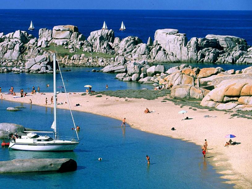 Piękne plaże zachęcają turystów do odwiedzenia Korsyki  /AFP