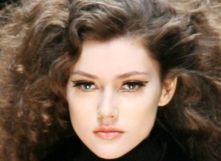 Piękne włosy to wielki atut kobiety /AFP