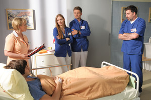 Pielęgniarka przełożona Barbara Wasiak (Ewa Serwa) ma wielkie serce do pacjentów. /fot  /Agencja W. Impact