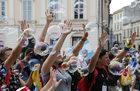 """Pielgrzymi założą na drogę krzyżową z papieżem koszulki z napisem """"Syria. Pokój jest możliwy"""""""