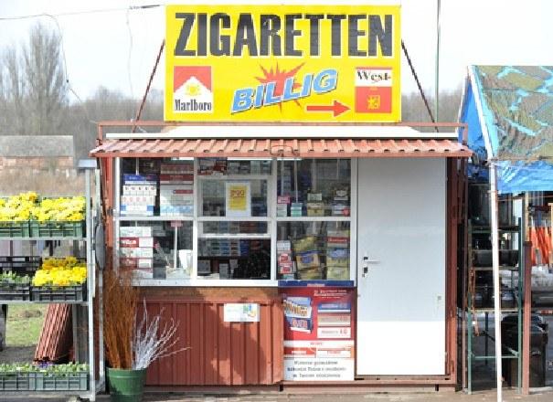 Pieniądze w Osinowie Dolnym robiło się głównie na sprzedaży tanich papierosów /AFP
