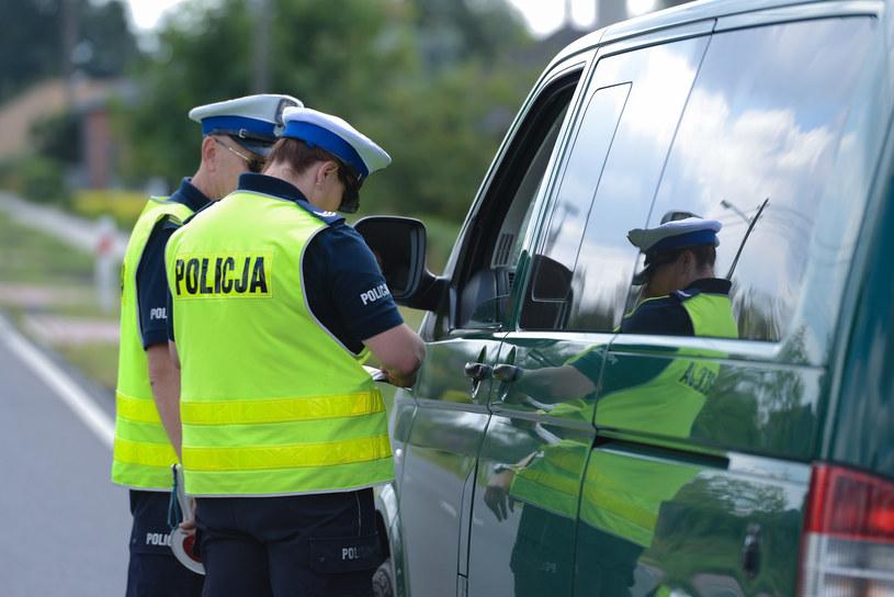 Pierwsi policjanci dostaną kamery na mundury już jesienią /Adam Staśkiewicz /East News