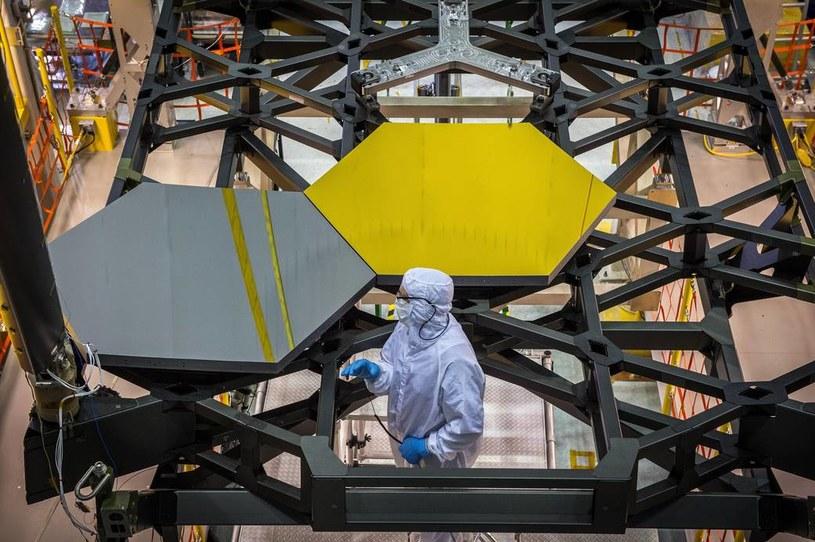 Pierwsze lustro Kosmicznego Teleskopu Jamesa Webba już zamontowane /NASA