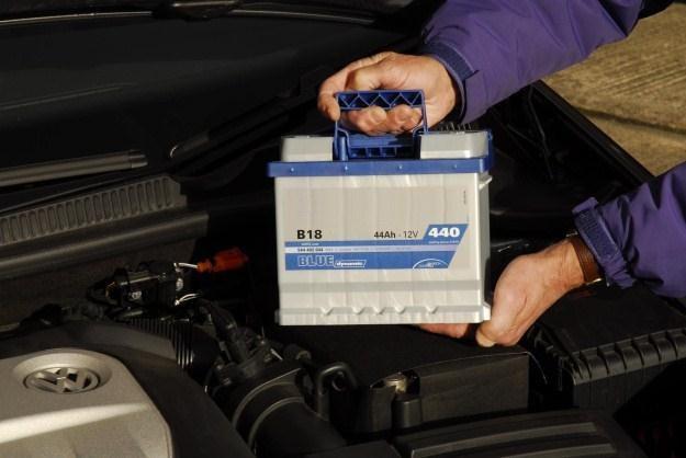 Pierwsze mrozy często oznaczają konieczność wymiany akumulatora /