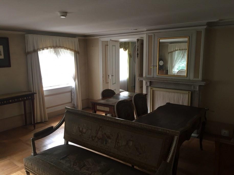 Pierwsze piętro niedostępnego dla zwiedzających Białego Domku w Łazienkach Królewskich /Michał Dukaczewski /RMF FM