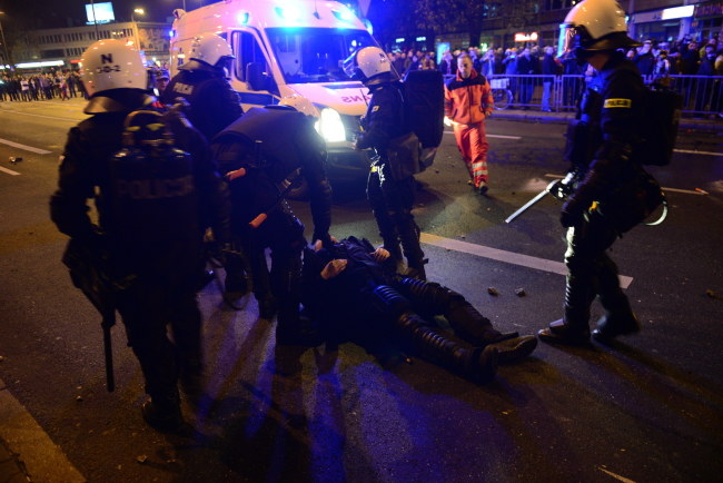Pierwsze zatrzymania /Jacek Turczyk /PAP