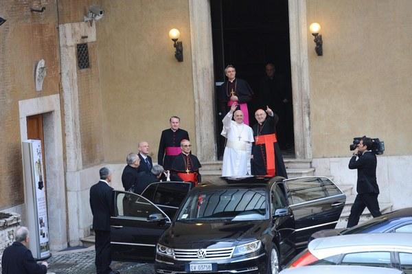 Papież Franciszek opuszcza Dom św. Marty