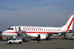 Pierwszy lot wyczarterowanego embraera dla VIP-ów