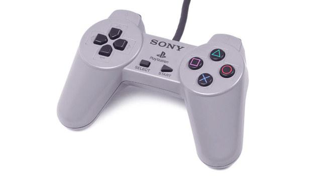 Pierwszy model pada dołączanego do konsol PlayStation /materiały źródłowe
