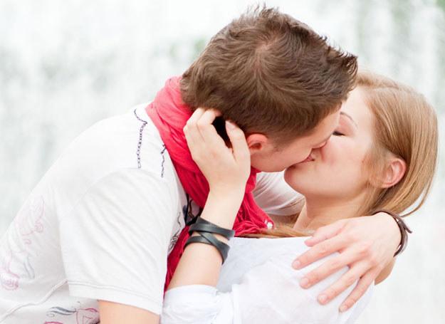 Pierwszy pocałunek nierzadko decyduje o przyszłości związku /©123RF/PICSEL