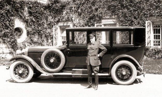 Pierwszy prezydent Czechosłowacji, T.G. Masaryk przed  skodą hispano suiza /INTERIA.PL