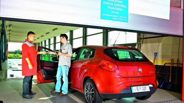 Pierwszy przegląd po zakupie nowego samochodu trzeba wykonać po 3 latach. Wyjątkiem są auta zasilane LPG - należy je poddawać kontroli co roku. /Motor