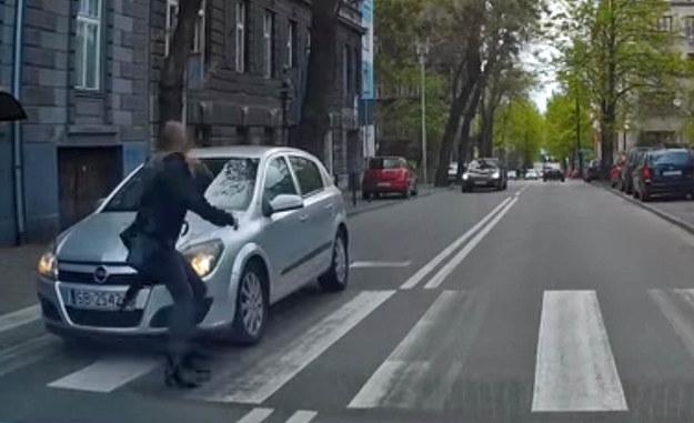 Piesza zauważyła samochód dopiero, kiedy w nią wjechał /