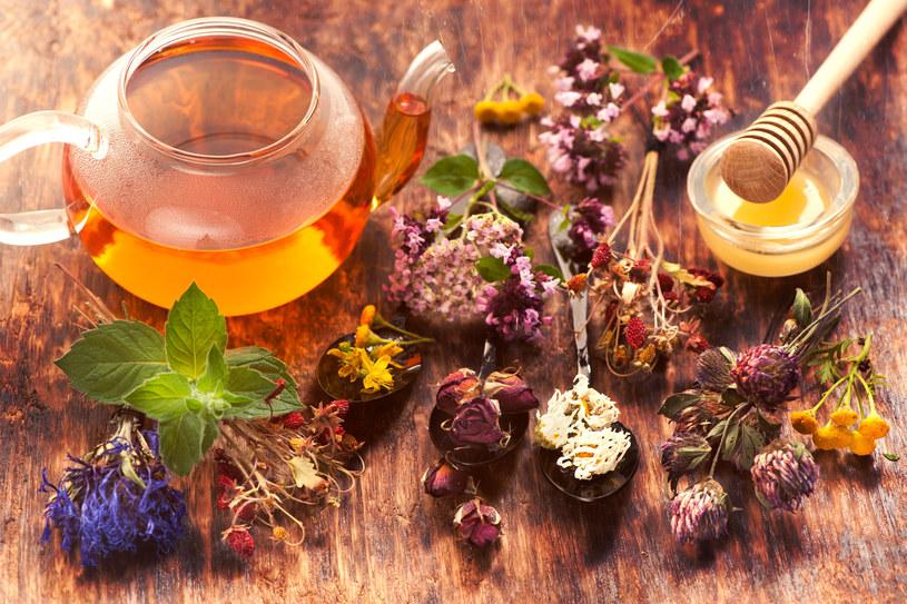 Pij regularnie herbatę z pokrzywy lub skrzypu /©123RF/PICSEL