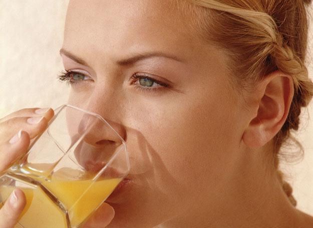 Pij soki, które ułatwią przyswajanie żelaza