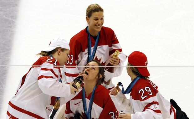 Piją i palą... tak świętują kanadyjskie hokeistki