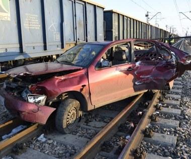 Pijany kierowca wjechał wprost pod pociąg. I tak miał szczęście