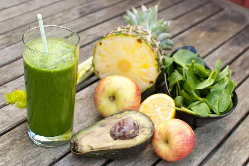 Pijesz tylko soki? Szybko chudniesz, ale też łatwo się męczysz. Brak ci niezbędnych białek i węglowodanów /123RF/PICSEL