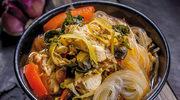 Pikantna zupa na bazie sosu suki (su ki nam)