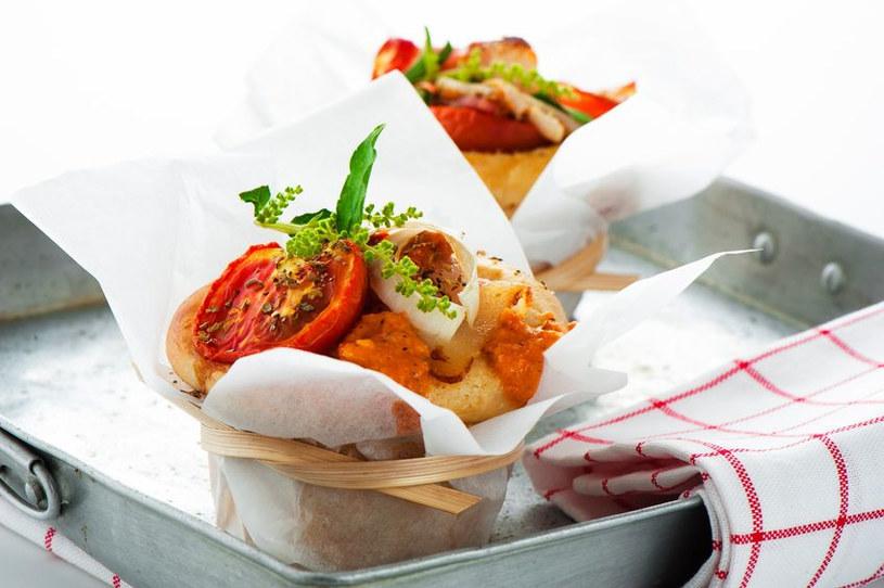 Pikantne muffiny mogą być także wyśmienitym drugim śniadaniem /123RF/PICSEL