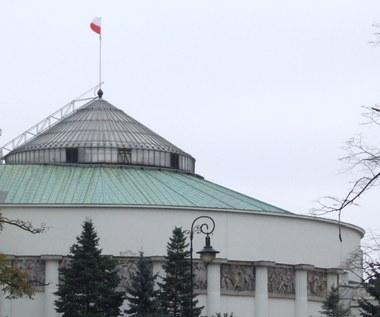 """Pikiety przed Sejmem w przeddzień prac nad przepisami ws. aborcji. """"Zatrzymajmy fanatyków"""""""