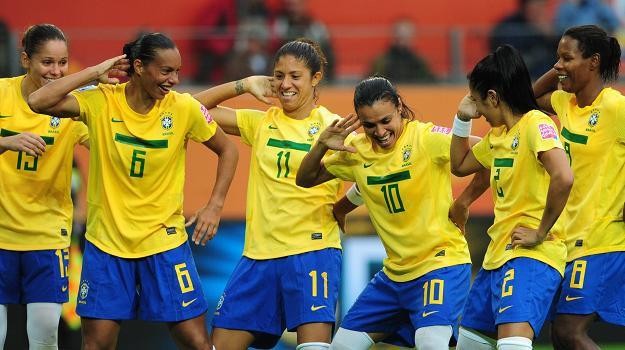 Piłkarki reprezentacji Brazylii. Z numerem 10 najlepsza piłkarka świata - Marta /AFP