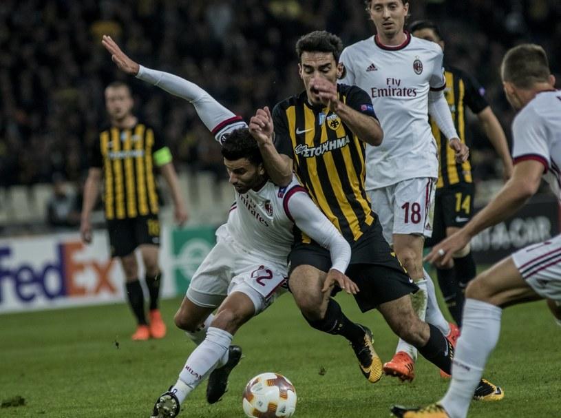 Piłkarz AEK Lazaros Christodoulopoulos (z prawej) i Mateo Musacchio z AC Milan /PAP/EPA