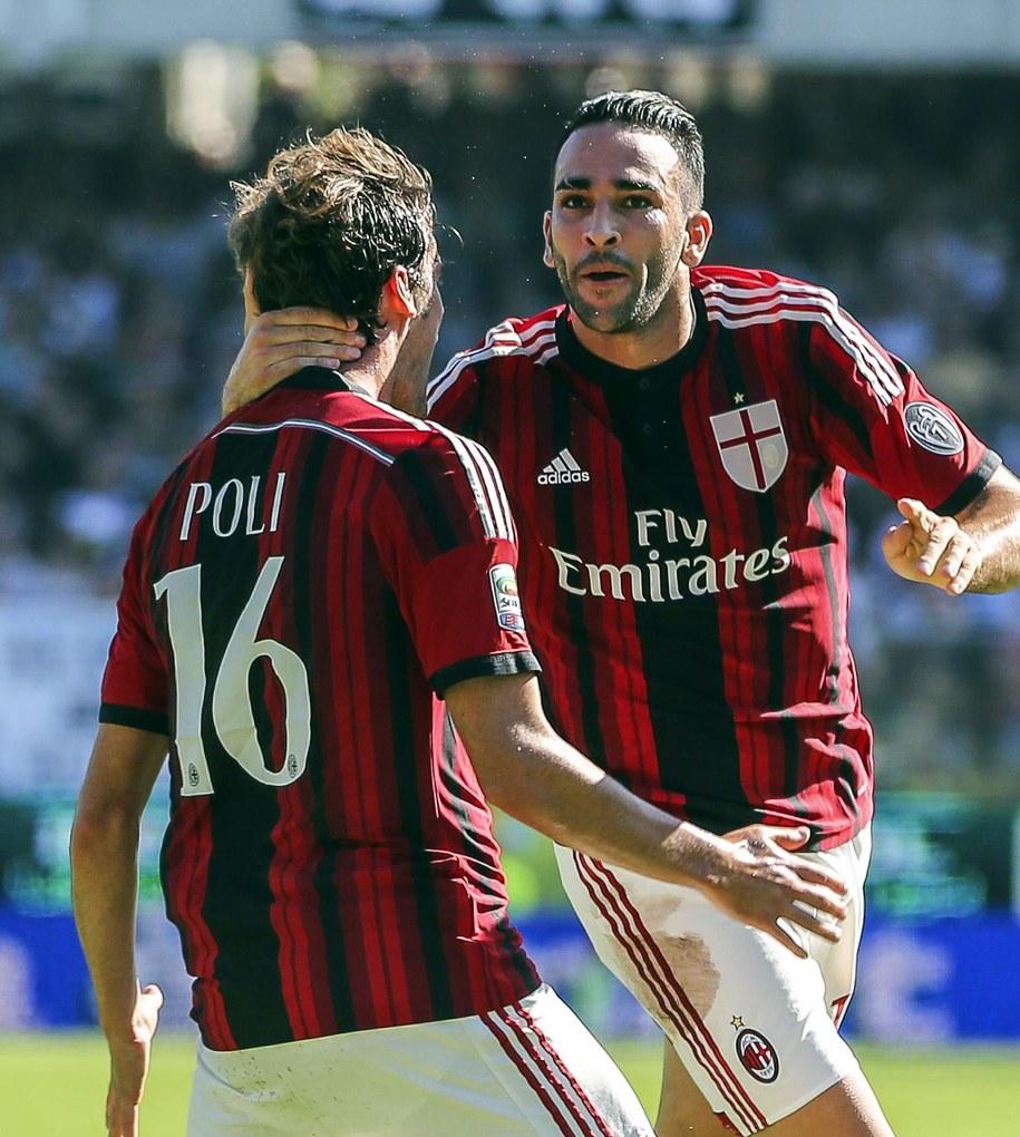 Piłkarze AC Milan Adil Rami (po prawej) i Andrea Poli /PASQUALE BOVE /PAP/EPA