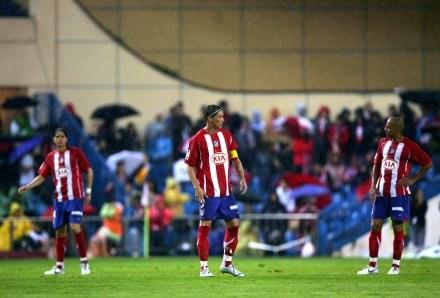 Piłkarze Alteico grali na stojąco /AFP