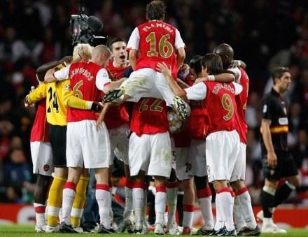 Piłkarze Arsenalu w tym sezonie często mają powody do radości /AFP