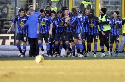 Piłkarze Atalanty cieszą się po drugim golu /AFP