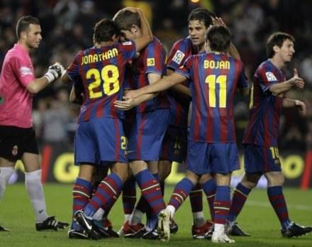 Piłkarze Barcelony aż pięć razy świętowali po golach strzelonych ekipe Cultural Leonesa /AFP