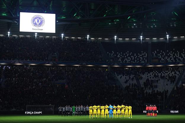 Piłkarze Dinama (żółte stroje) przed meczem Ligi Mistrzów w Turynie /Valerio Pennicino /Getty Images